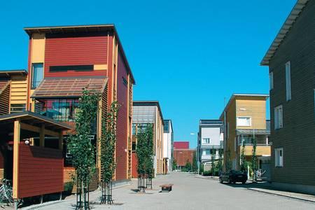 Большинство зданий в экорайоне Eco-Viikki высотой в два или три этажа